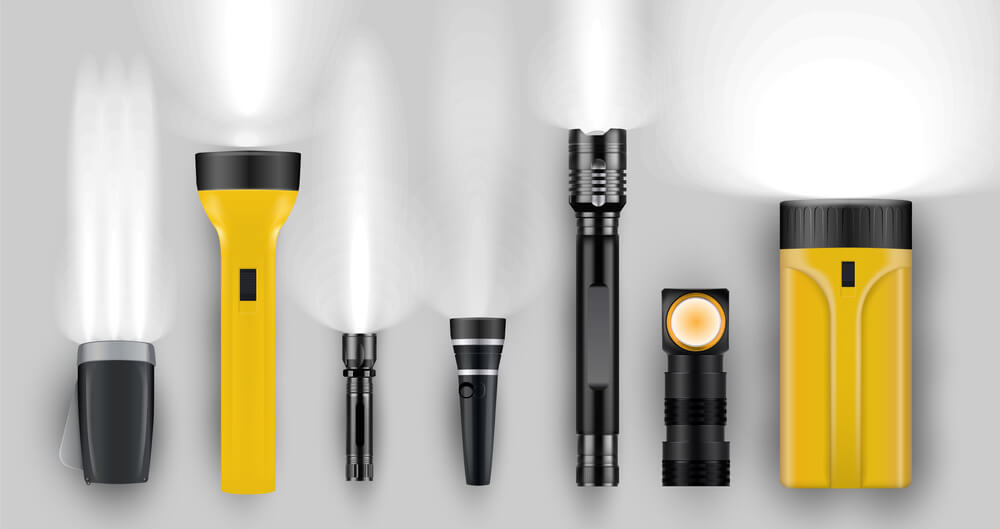difference between flashlights and spotlights